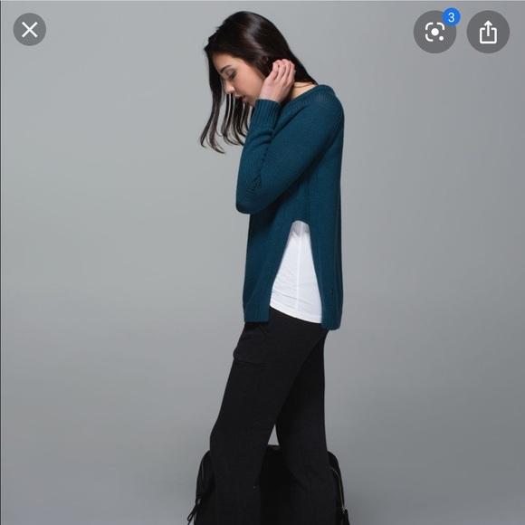 Lululemon Yin to You sweater size 4, Alberta lake